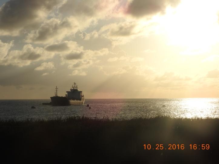 Cargo vessel/Tanker